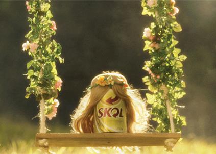 """Campanha """"Linda"""", de 2012, teve trilha sonora da banda Roupa Nova e colocou a lata como protagonista para comunicar a mudança de embalagem do produto"""