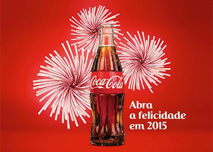 Anúncio comemora a chegada de 2015 com uma arte feita com canudos. Próximos passos da marca envolvem o resgate do prazer de tomar uma Coca-Cola