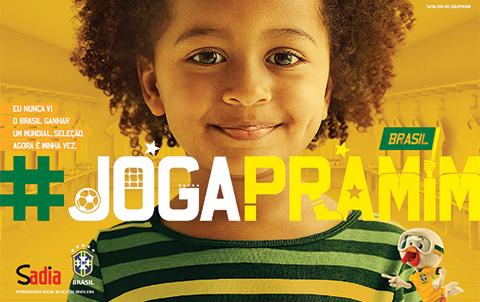 """Em 2013, passa a patrocinar a Seleção Brasileira e lança a campanha """"Joga pra mim"""", visando a Copa do ano seguinte"""
