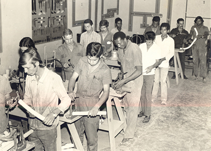 Nos anos 1960, foram criados para os profissionais do ramo o Manual Técnico Tigre e os cursos de treinamento e aperfeiçoamento — tudo de graça
