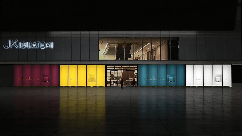 """Relançamento da linha Retrô foi a primeira campanha da FCB para o cliente, com a assinatura """"É mais que cor. É Brastemp"""" e uma grande vitrine colorida no shopping JK Iguatemi, em São Paulo"""