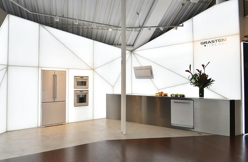 Nova linha Brastemp Vitreous: Solução completa de cozinha que traz o vidro como seu principal elemento de inspiração.