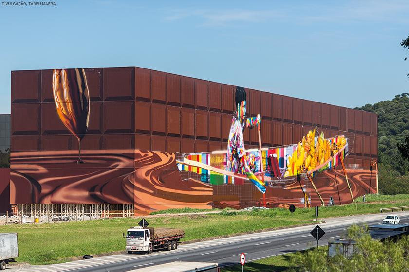 Mural pintado pelo artista plástico Eduardo Kobra na fachada do complexo fabril da empresa, localizado na rodovia Castelo Branco